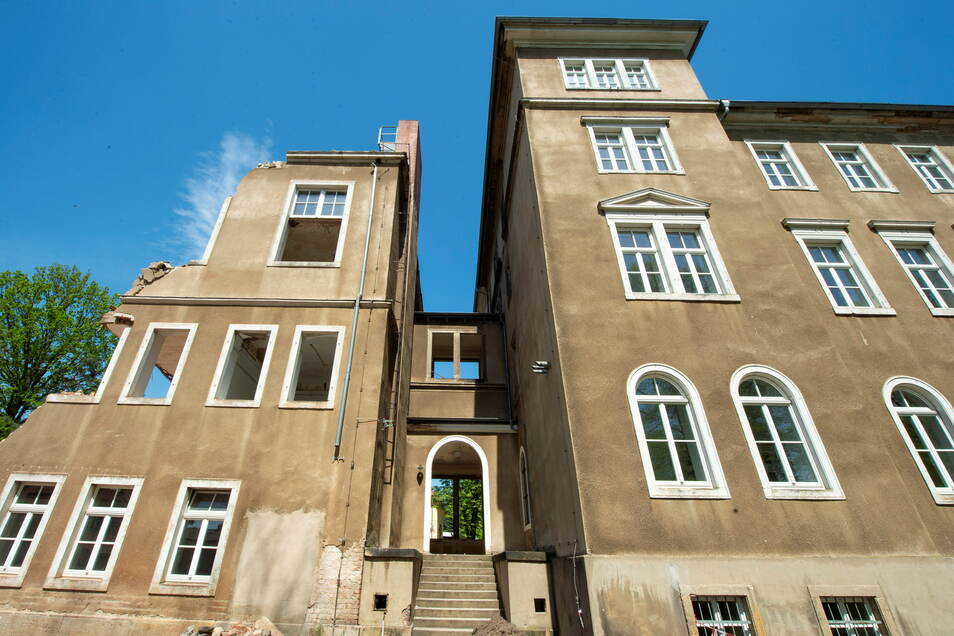 Das zu DDR-Zeiten an der Westseite ergänzte Gebäude wird wieder abgerissen. Dafür gibt es den Ergänzungsbau im Osten.