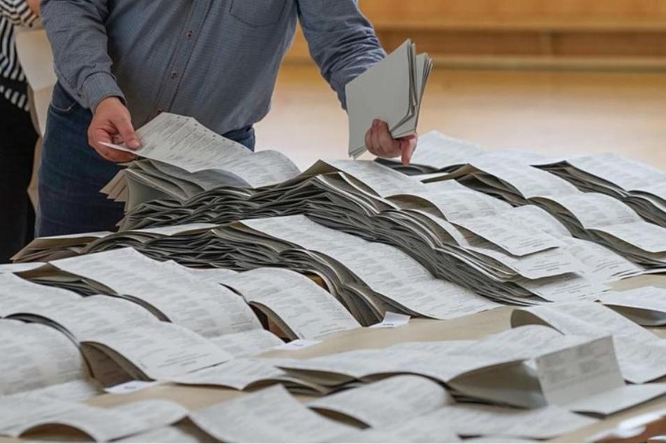 Wie hier zur Europa- und Kommunalwahl werden auch zur Landtagswahl helfende Hände gebraucht.