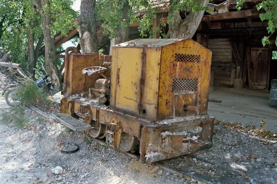 So sah die kleine Lok vor ihrer Restaurierung aus. Die Stadt hat sie preiswert von einem Schweizer Bahnverein gekauft.