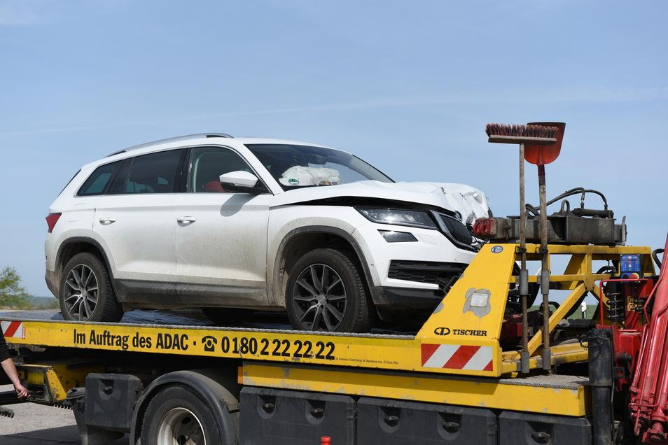 Der Pkw erlitt bei dem Unfall einen Totalschaden. Er musste abgeschleppt werden.