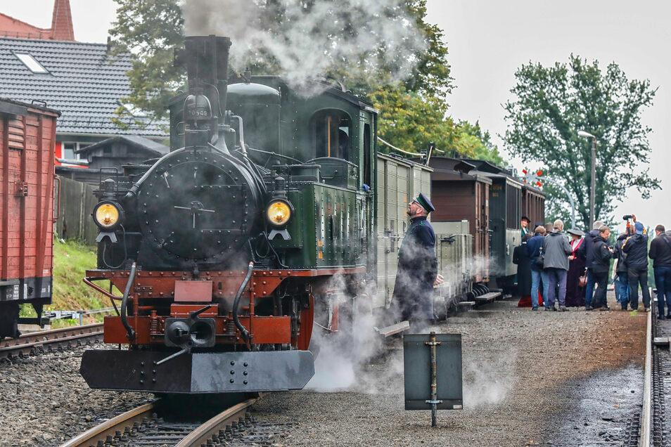 Der Zug verkehrte am Dienstag noch vor der Historik Mobil exklusiv und sozusagen geheim für bezahlende Foto-Fans zwischen Zittau-Bertsdorf-Oybin/Jonsdorf.