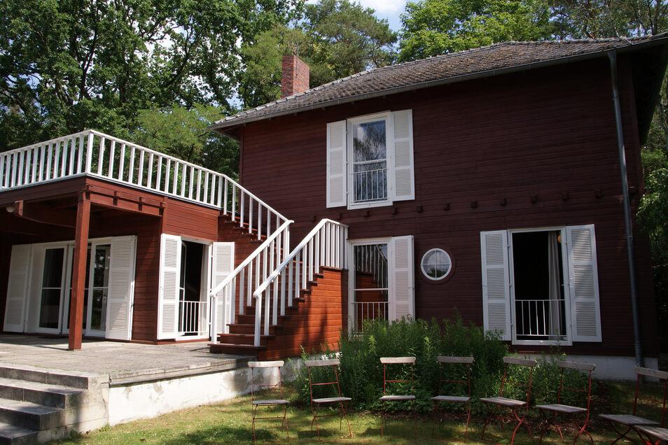 Schlicht und funktional: Das Sommerhaus in Caputh war für Albert Einstein einige Jahre ein Zufluchtsort. Rechts unten das Arbeitszimmer des Physik-Nobelpreisträgers