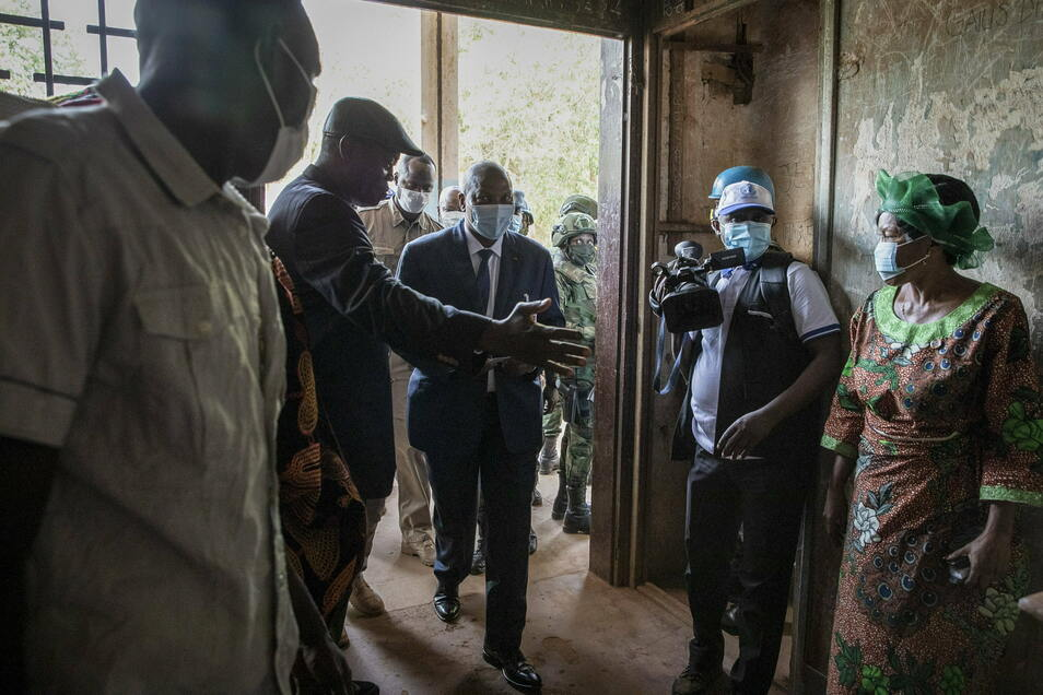 Faustin-Archange Touadéra Präsident der Zentralafrikanischen Republik, kommt in das Wahllokal in der Boganda Schule, um seine Stimme für die Präsidenten- und Parlamentswahl abzugeben.