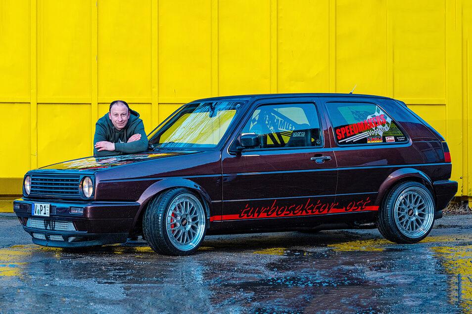 Denny Wimmer mit seinem Kraftprotz: Was aussieht wie eine aufgemotzte Familienkutsche aus den Nachwendejahren, beschleunigt schneller als viele Supersportwagen.