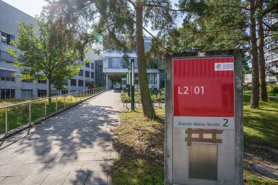 Das Gebäude L201 auf dem Campus Lichtwiese der TU Darmstadt. Hier gab es nach dem mutmaßlichen Giftanschlag sieben Menschen mit Vergiftungserscheinungen.