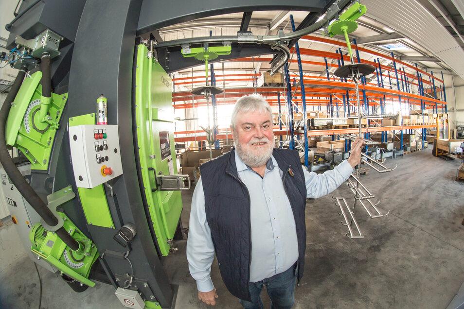 Ulrich Dedeleit ist Geschäftsführer von Lausitz Elaste in Rothenburg. Das Unternehmen ist breit aufgestellt und kann auf eine gute Auftragslage verweisen. Wie lange das aber noch so bleibt, kann der Geschäftsführer nicht sagen.