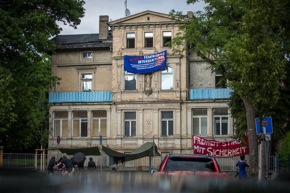 Die Villa in der Dresdner Jägerstraße ist wieder leer - allerdings immer noch baufällig. Was hat der Eigentümer mit dem Haus vor?