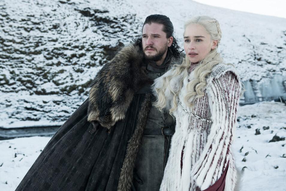 """Kit Harington als Jon Schnee und Emilia Clarke Daenerys Targaryen in einer Folge der achten Staffel der Serie """"Games of Thrones""""."""
