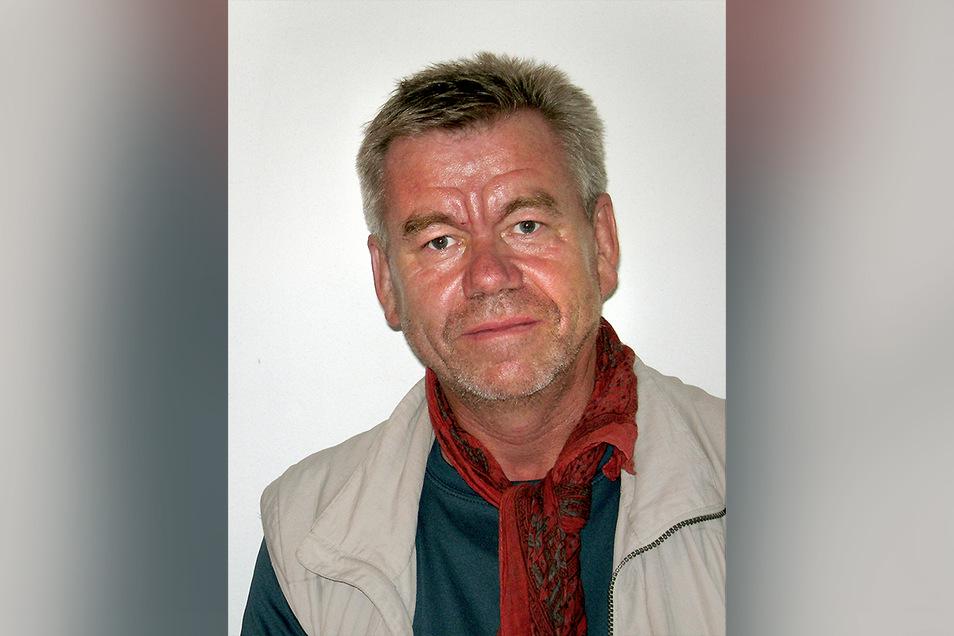Wolfgang Heichel ist Berghistoriker und lebt in Kamenz. Sein Spezialgebiet ist der Nanga Parbat. Eine Chronik der Erschließung dieses Berges hat er 2013 als Buch im Eigenverlag herausgebracht.