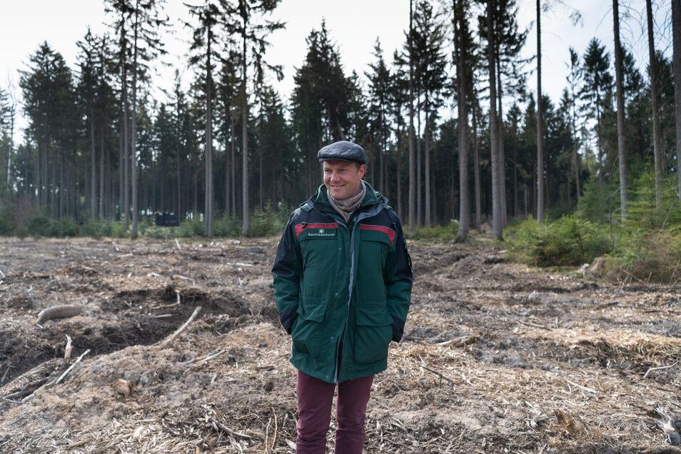 Wolfram Günther (Bündnis90/Die Grünen) bei einem Termin im Wald.