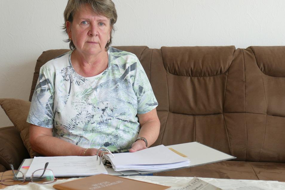 Ramona Dewitz (60) bezweifelt den Tod ihrer Mädchen, die am 8. März 1985 auf die Welt kamen. Noch hat sie keine Gewissheit, was damals geschehen ist. Ihre Spurensuche geht weiter.