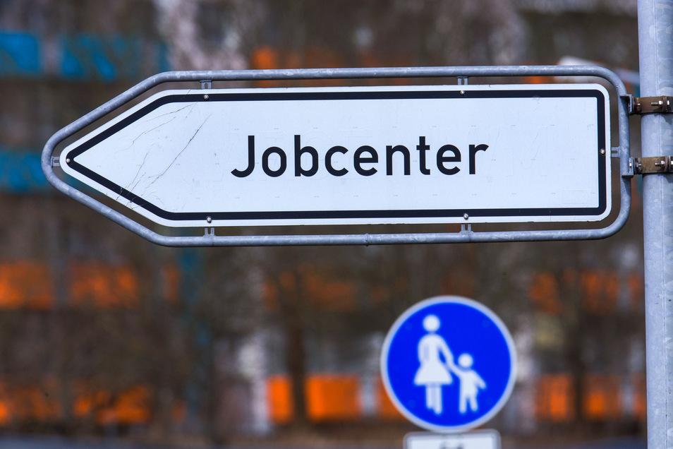 Im Juli mussten mehr Sachsen den Weg zum Jobcenter antreten.