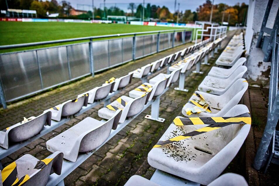 """Leere Ränge im Stadion des VfL Pirna-Copitz. """"Gut, dass die Basis weiter in Bewegung gerät. Es gilt doch gleiches Recht für alle."""""""