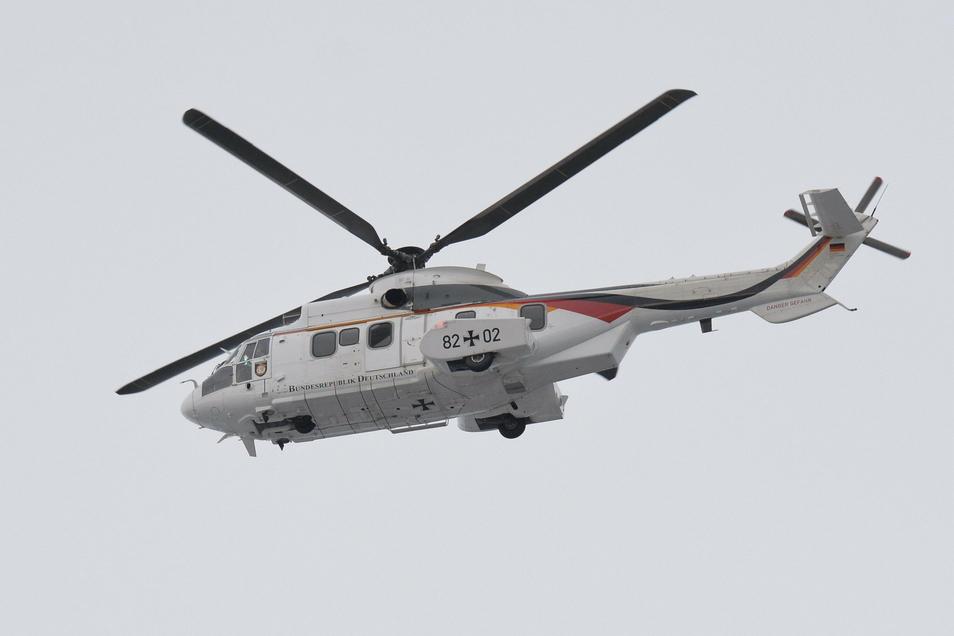 Dieser Hubschrauber von der Flugbereitschaft der Bundesregierung hat am Montag im Osterzgebirge trainiert.