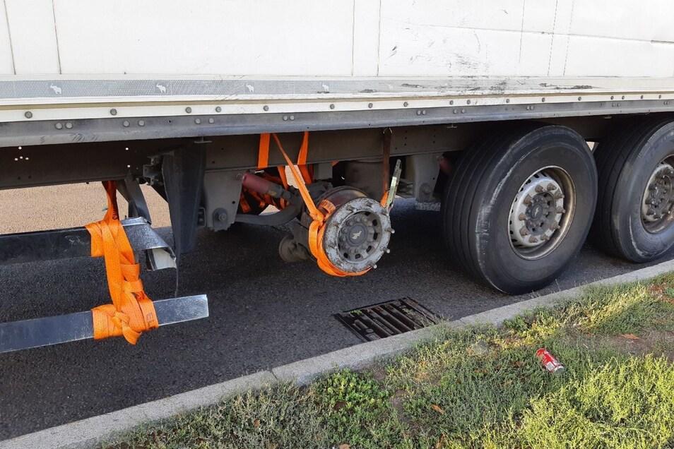 Erfindungsreich aber nicht besonders sicher war ein Lkw-Fahrer auf der A4 unterwegs.