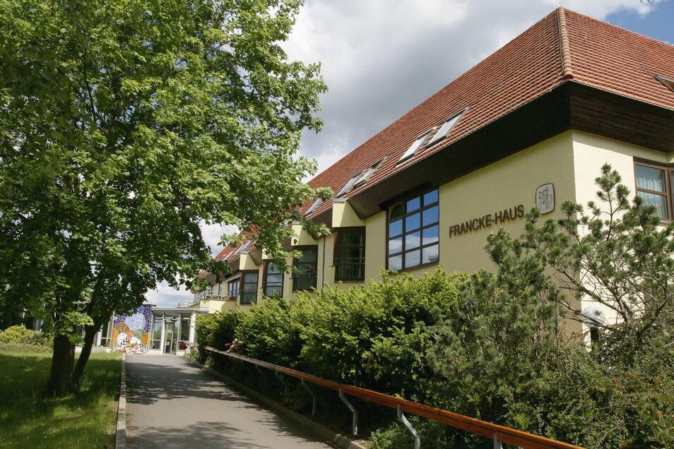 Das Francke-Fliedner-Haus im Rothenburger Martinshof ist ein Pflegeheim. Gelegen in einem parkähnlichen Gelände unweit der Neiße bietet es Platz für 93 Bewohner.
