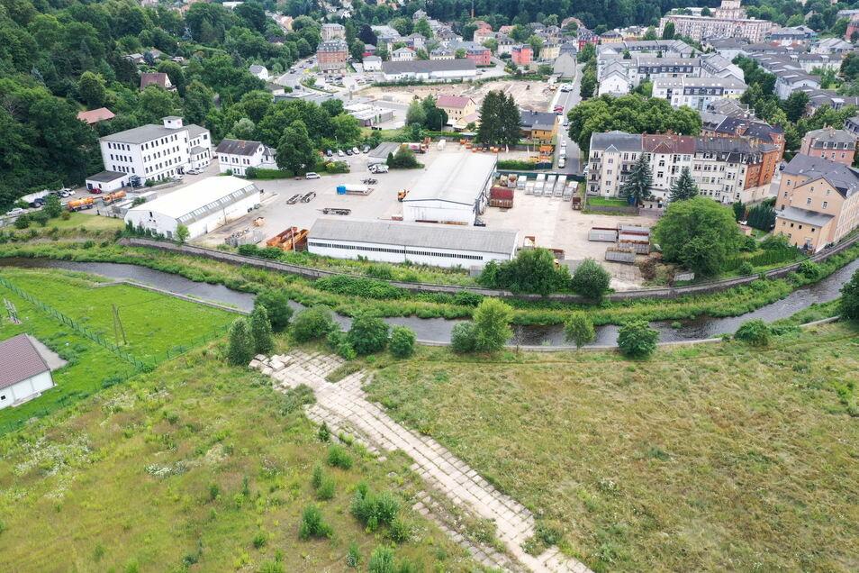 Wiese, Plattenweg, Firmengelände: So sieht Freitals Stadtzentrum derzeit aus.