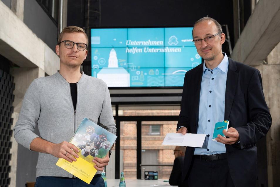 WGD-Vorstand Martin Fiedler und Robert Franke, Chef der Dresdner Wirtschaftsförderung, erklären die neue Corona-Hilfe.