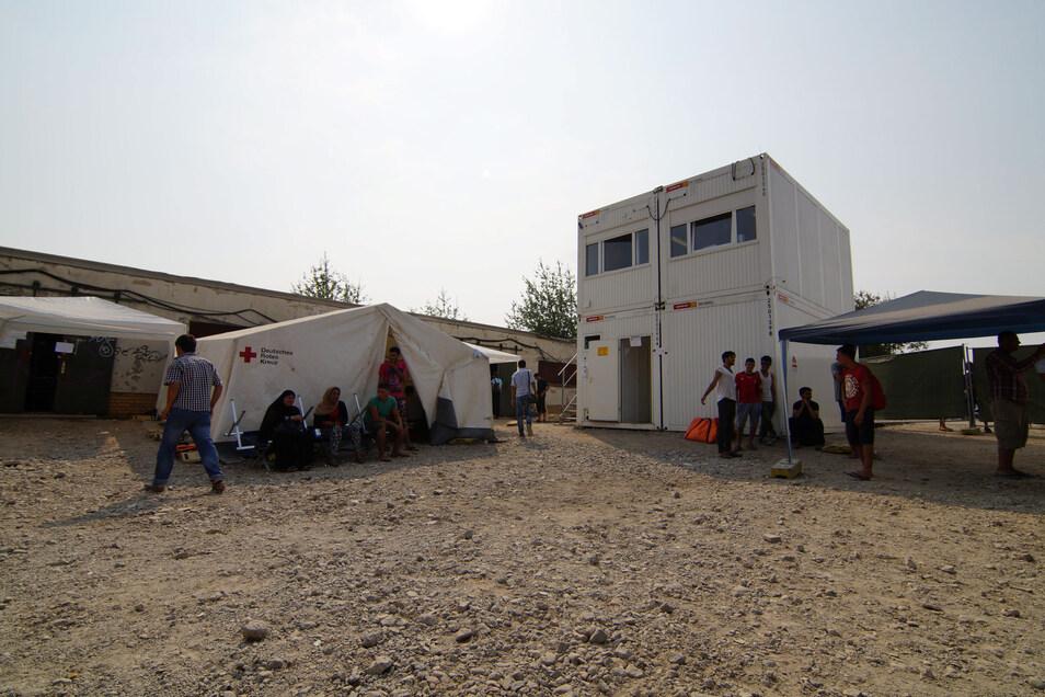 Das DRK baute während der Flüchtlingskrise das Zeltlager an der Bremer Straße in Dresden auf.