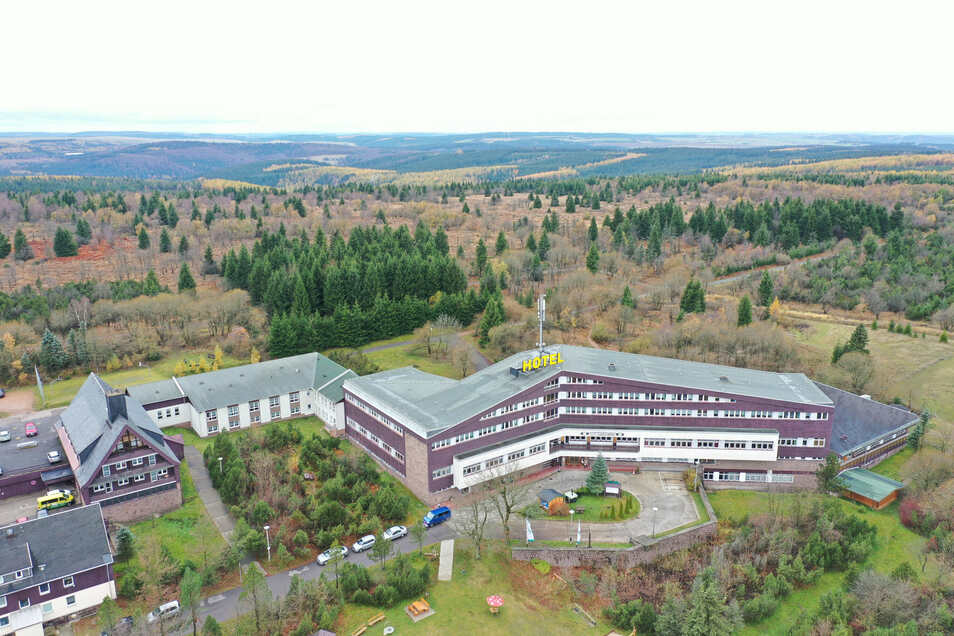 """Der Zinnwalder Lugsteinhof aus der Luft. Das Haus wurde 1978 als Ferienheim """"Am Lugstein"""" des Ministeriums für Staatssicherheit eingeweiht."""