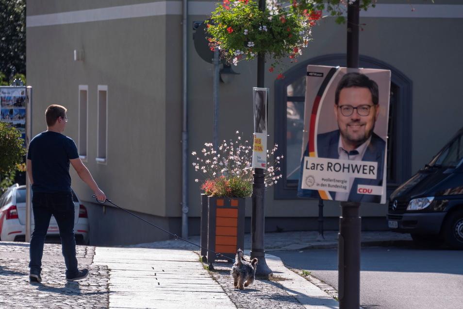 CDU-Direktkandidat Lars Rohwer lächelte in Radeberg von dutzenden Plakaten. Mehrheitlich stimmten die Radeberger allerdings für Andreas Harlaß von der AfD.