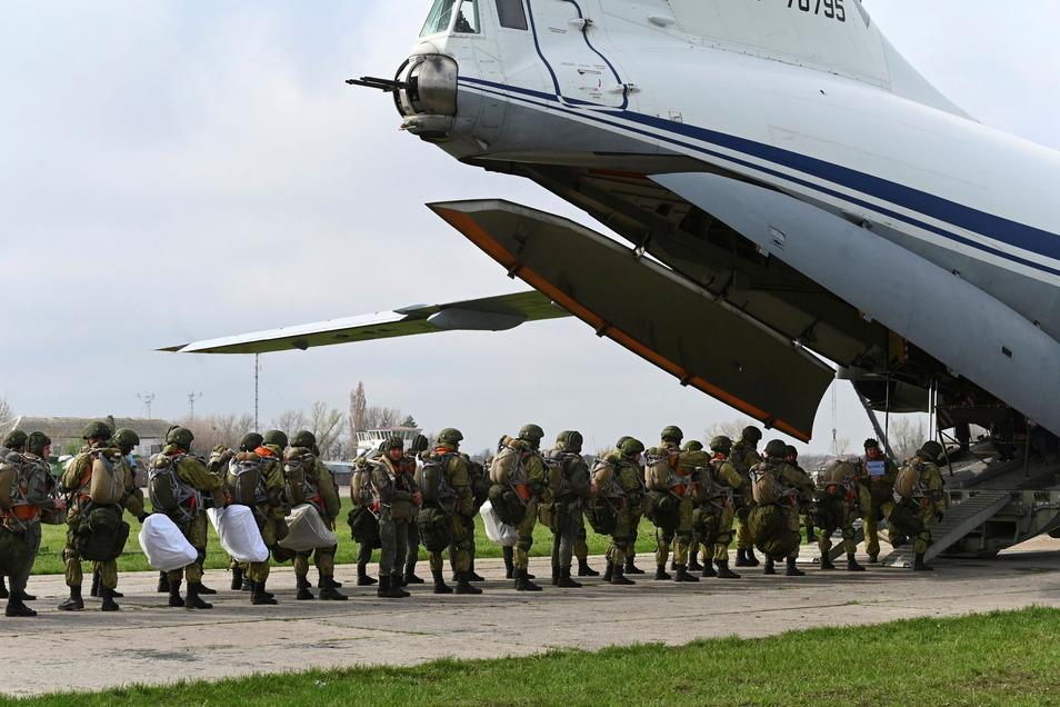 Russlands Verteidigungsminister befahl Truppen zurück zu ihren ständigen Basen.