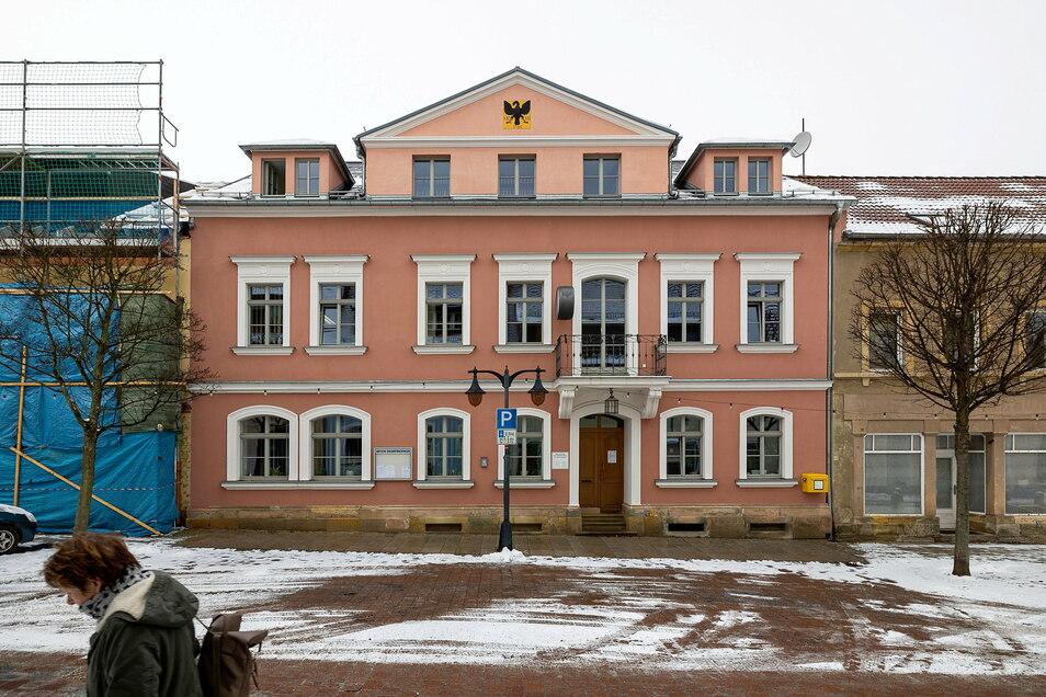 Das Rathaus von Bad Gottleuba. Mitarbeiter mussten bestätigen, nicht mit der Presse geredet zu haben.