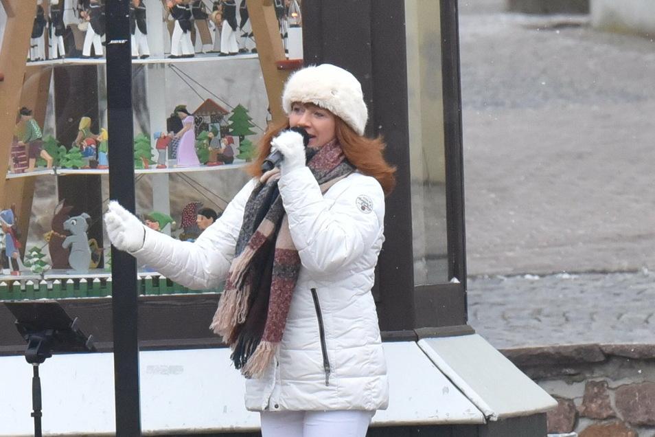 Madeleine Wolf wird am 24. Dezember noch einmal an der Pyramide am Altenberger Bosseplatz singen.