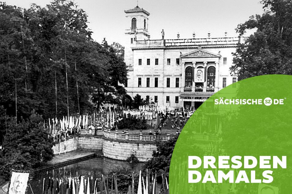 Ein Jahr nach der Eröffnung des Pionierpalastes auf Schloss Albrechtsberg: Jungen Pioniere kommen 1952 zum Freundschaftstreffen zusammen.