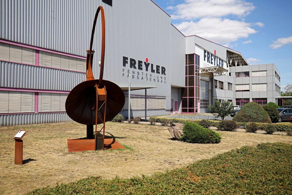 """Das Stahlkunstwerk """"Resonanz"""" vor der Rime-Freyler-Halle in Gröba soll Riesa einen Eintrag im Guinnessbuch der Rekorde bringen."""