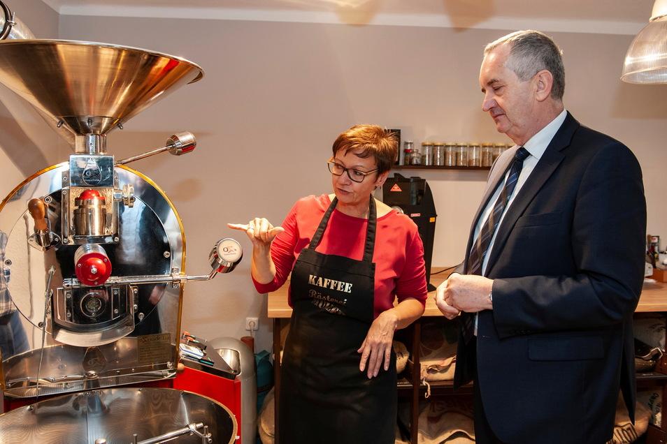 Auch Sachsens Staatsminister Thomas Schmidt besuchte schon die Kaffeerösterei von Constanze Müller in Wildenhain.