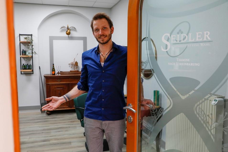 Neustart nach dem Lockdown: Chris Seidler hat in Löbau in der Inneren Zittauer Straße einen Friseursalon eröffnet.