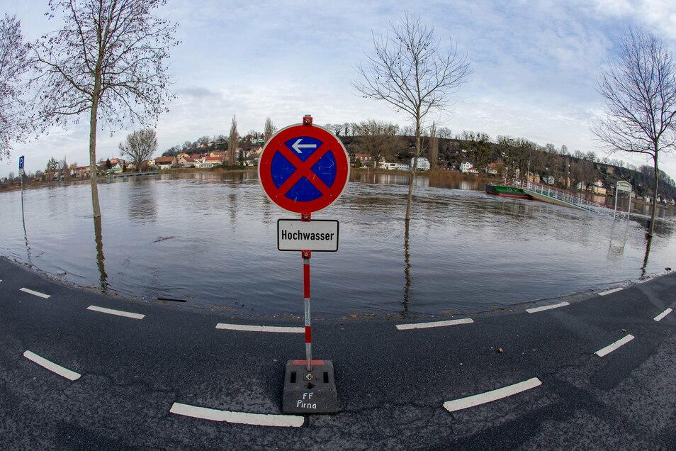 Elbeparkplatz in Pirna: wegen Hochwasser komplett gesperrt.