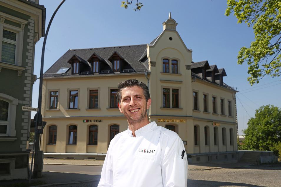 Erst 2019 hatte Remi Demiri sein Restaurant in der ehemaligen Wartburg eröffnet. Mittlerweile ist ein Wintergarten dazugekommen, bis zum Sommer will Demiri noch die Terrasse (im Bild rechts) fertig ausbauen.
