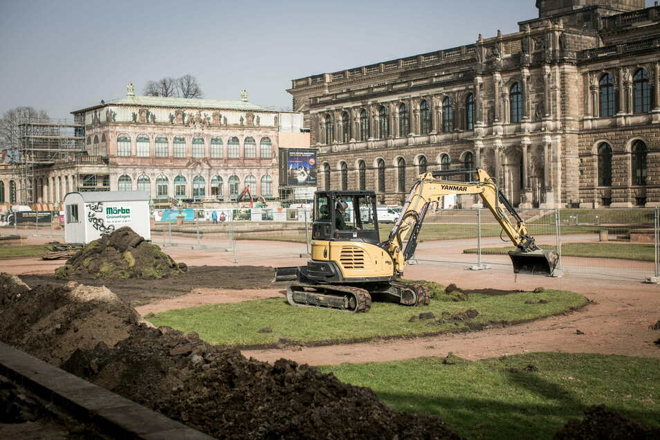 Derzeit wird auch die Fläche vor dem Porzellanpavillon abgebaggert, die die Archäologen untersuchen. Dieses Viertel des Zwingerhofs wird zuerst saniert. Danach werden bis 2023 abschnittsweise die weiteren Teile des Hofes folgen.