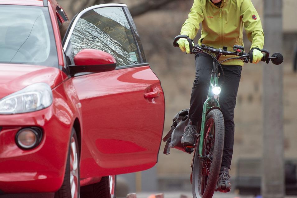 Solche brenzligen Situationen haben schon viele Radfahrer erlebt.