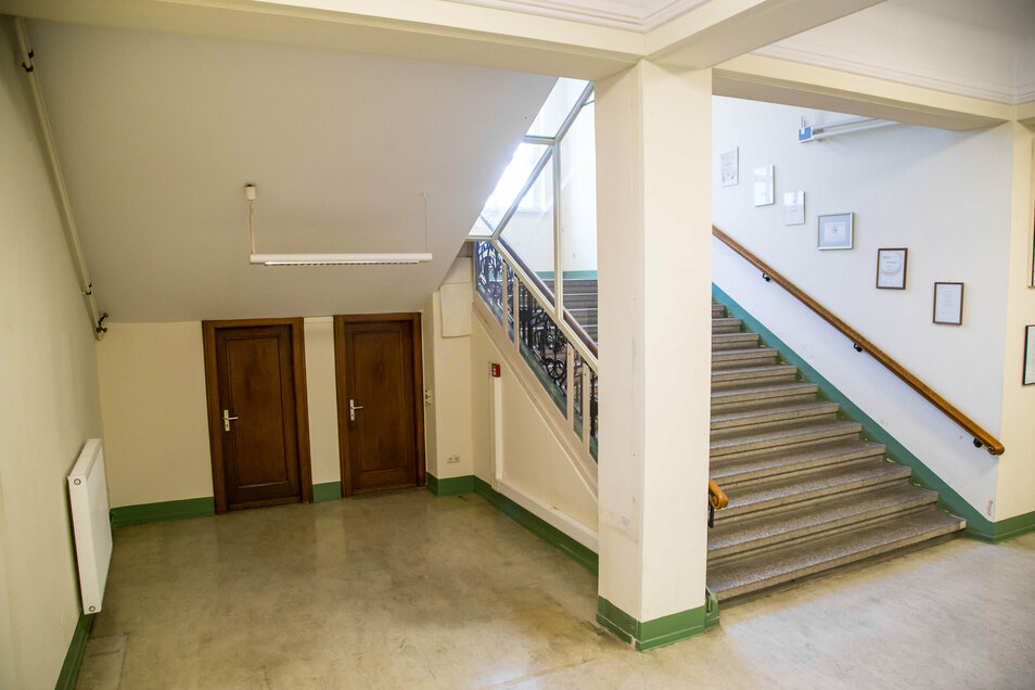 Der Empfang im Foyer des Görlitzer Rathaus wurde abgebaut. Hier sollen nun Sitzgelegenheiten für Hochzeitsgesellschaften Platz finden.