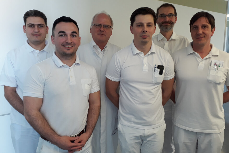 Das Team der Urologischen Klinik in Bautzen mit Chefarzt Dr. René Löschau (3. v.l.) hilft betroffenen Männern.