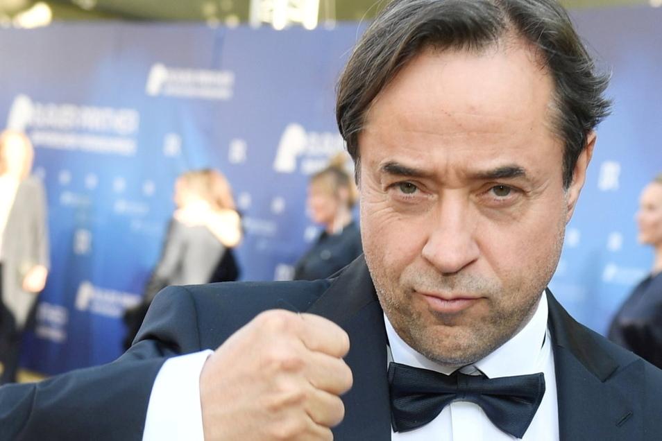 Nach heftiger Kritik an der Aktion #allesdichtmachen will Schauspieler Jan Josef Liefers bei der Gegenaktion #allemalneschichtmachen mitmachen.
