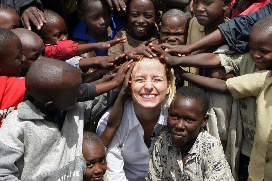 Das Model Eva Padberg engagiert sich seit 2006 für Unicef und reiste als Botschafterin unter anderen durch Ruanda.