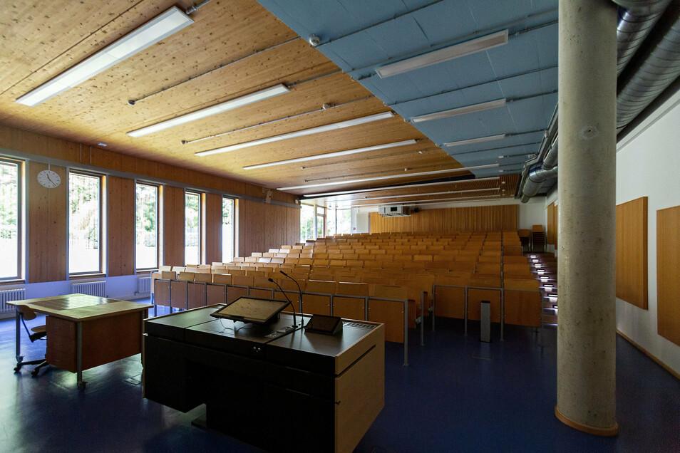 Der Hörsaal im Tharandter Judeich-Bau musste nach einem Wasserschaden saniert werden.