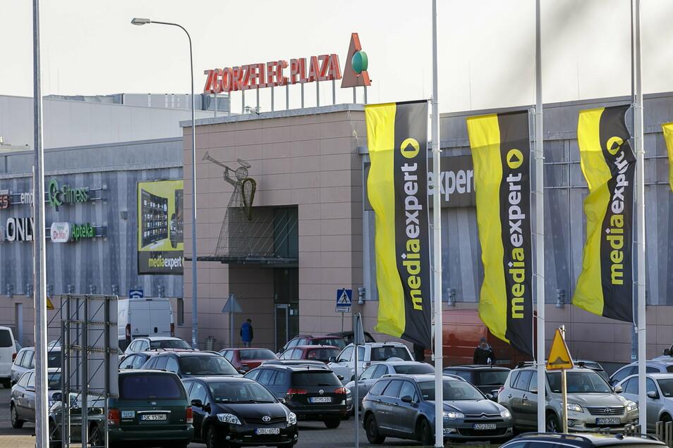 Vor fast genau einem Jahr: Gut gefüllter Parkplatz vorm Plaza in Zgorzelec. Seither hat sich so einiges geändert.