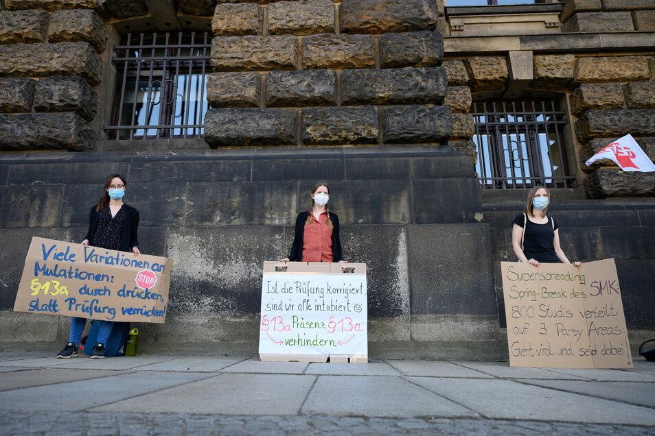 Die Studierenden fordern das Entfallen der bildungswissenschaftlichen Klausur als Teil des Lehramt-Staatsexamens.
