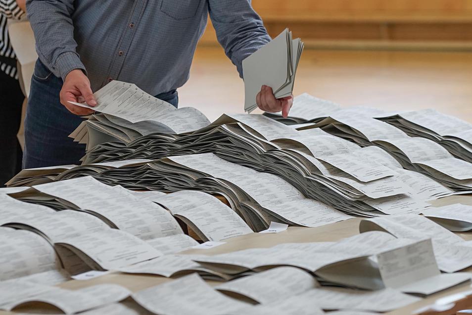 Über Listen der Freien Wähler haben es Rechtsextreme bei der Kommunalwahl in Stadt- und Gemeinderäte geschafft.