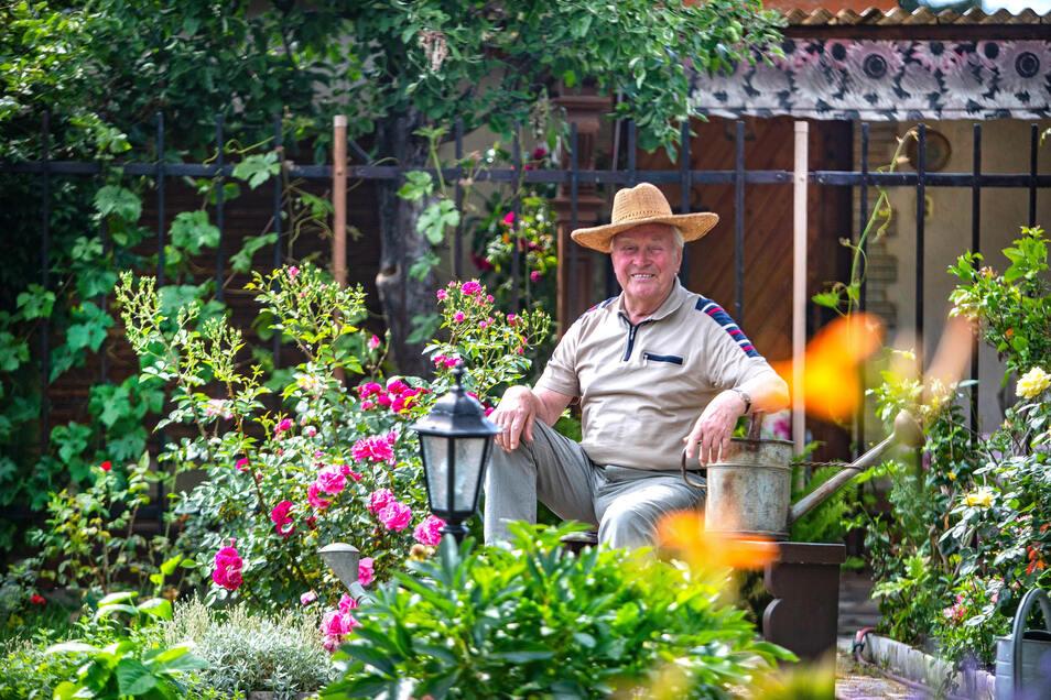 Gunter Bräunig in seinem ganz privaten Gartenparadies.