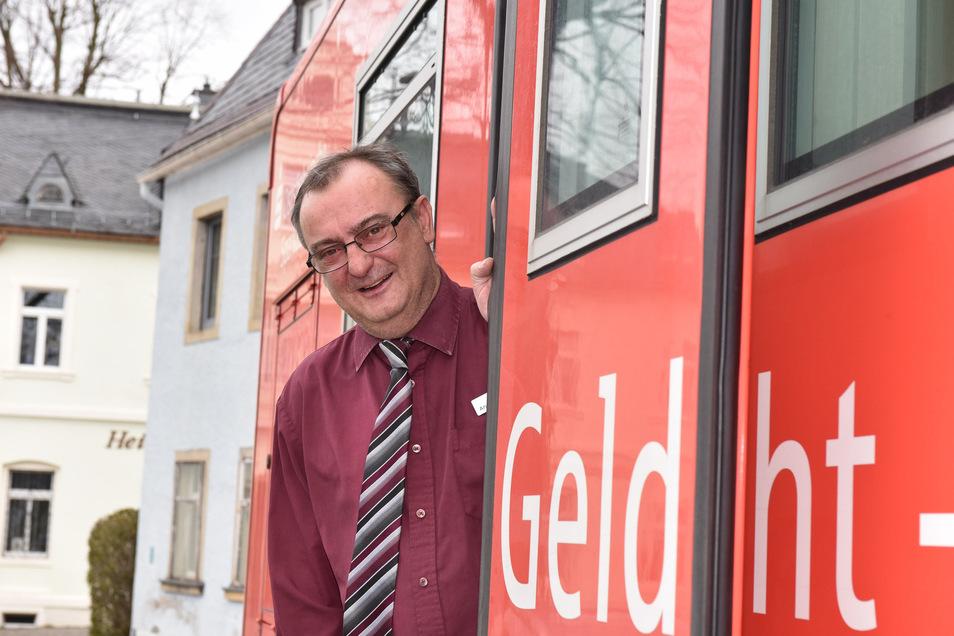 André Voigt ist freitags mit dem Sparkassenmobil in Bärenstein unterwegs.