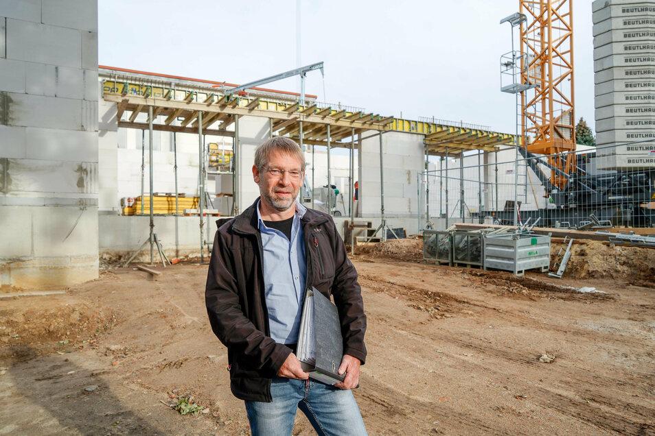 Martin Teich plante den Schulneubau in Goldbach. Jetzt betreut und überwacht er die Arbeiten vor Ort.