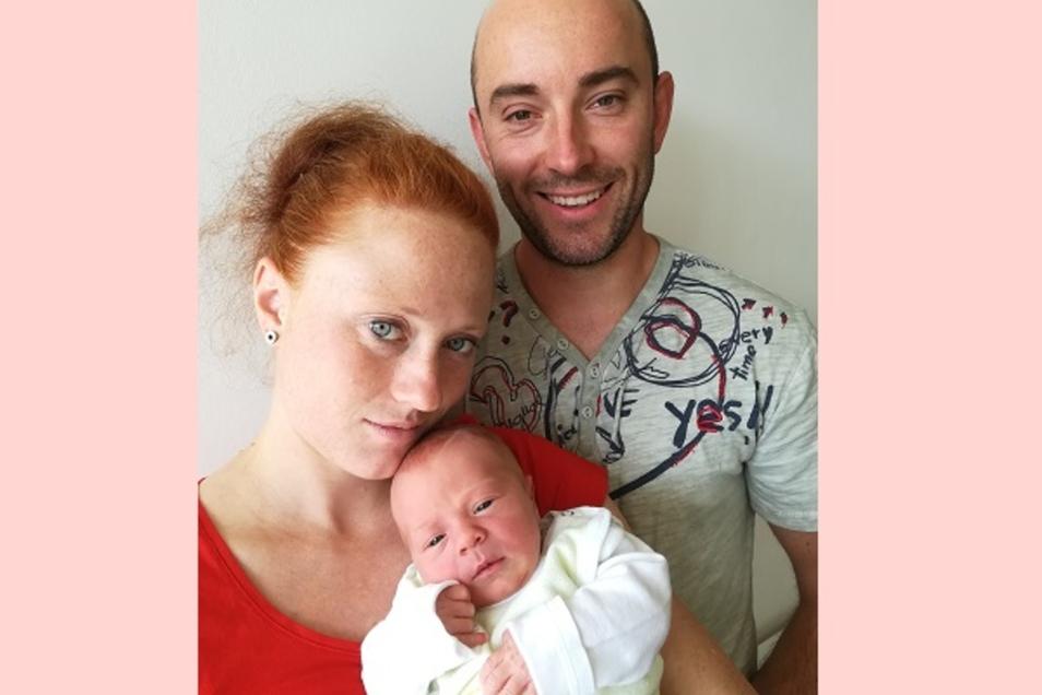 Lina Geboren am 19. August Geburtsort Bautzen Gewicht 3270 Gramm Größe 50 Zentimeter Eltern Selina Schubert und Stephan Kremtz Wohnort Wilthen