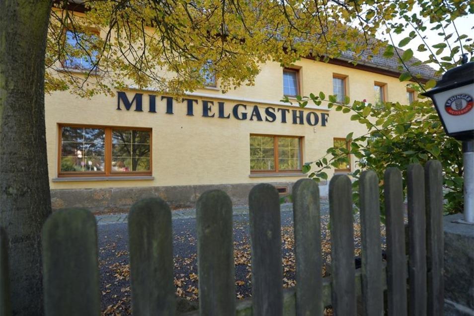 Seit fast vier Jahren sucht die Gemeinde Struppen einen neuen Pächter für den Mittelgasthof – bislang ohne Erfolg. Weil sich nichts bewegt, wird jetzt darüber nachgedacht, die Räume auch Gewerbetreibenden anzubieten.