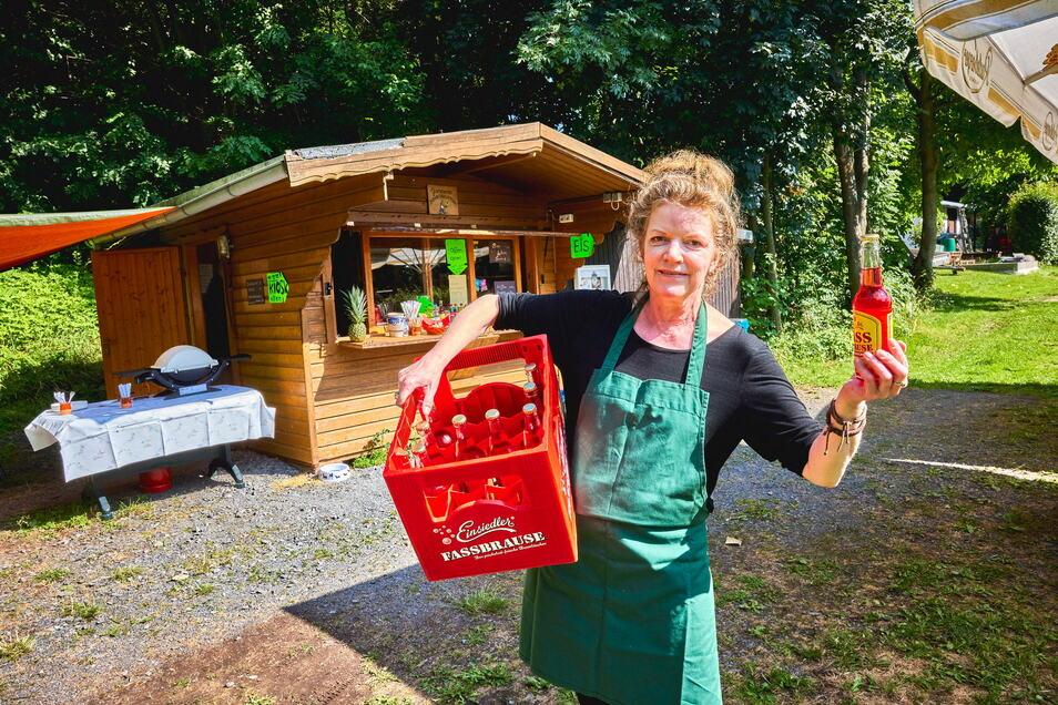 Im Biergarten von Marion Doering gibt es nicht nur Bier, sondern auch Fassbrause und Eintrittskarten für die Naturbühne.